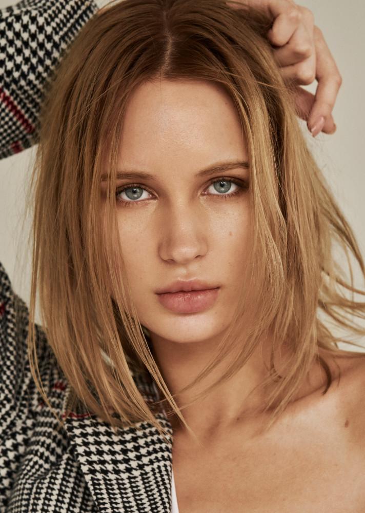 Milena model как найти веб девушка модель на сайте