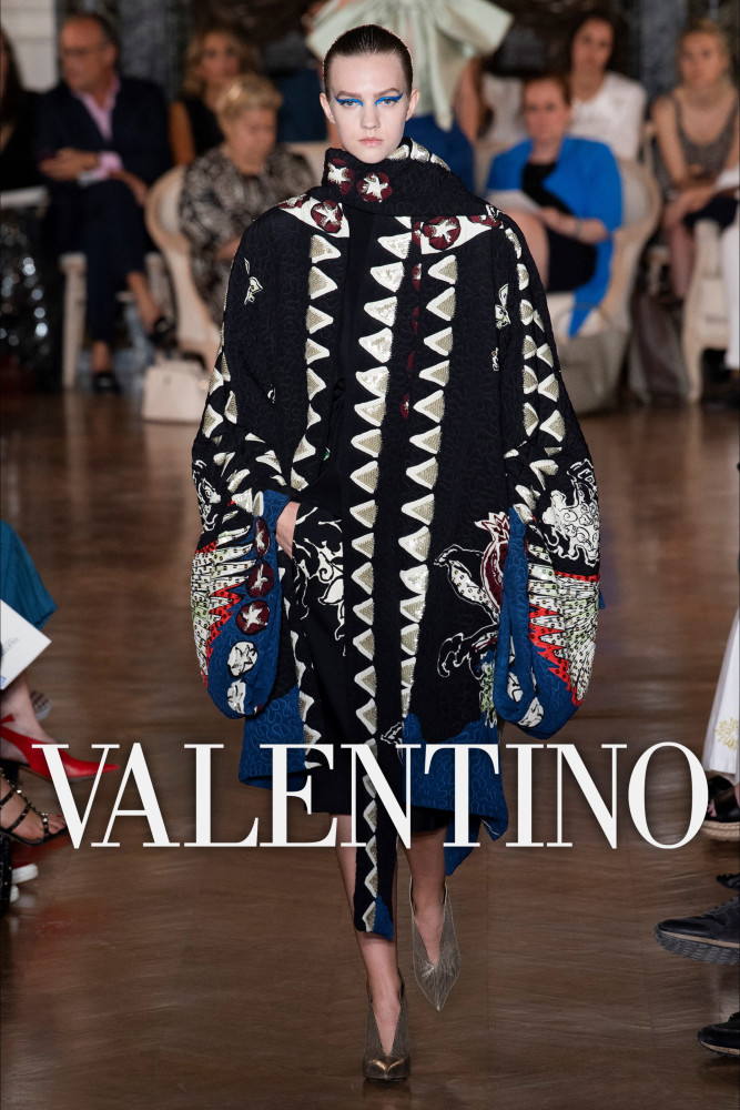 VALENTINO Couture Fall Winter 2018 | Paris Fashion Week