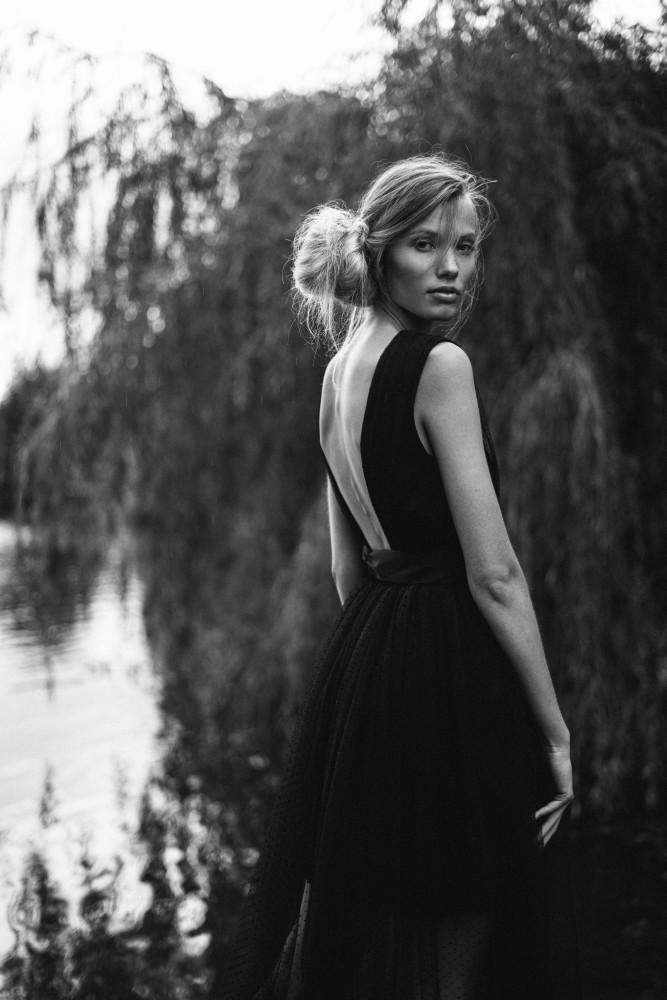 Susann De Vries | by Veronika Polaskova