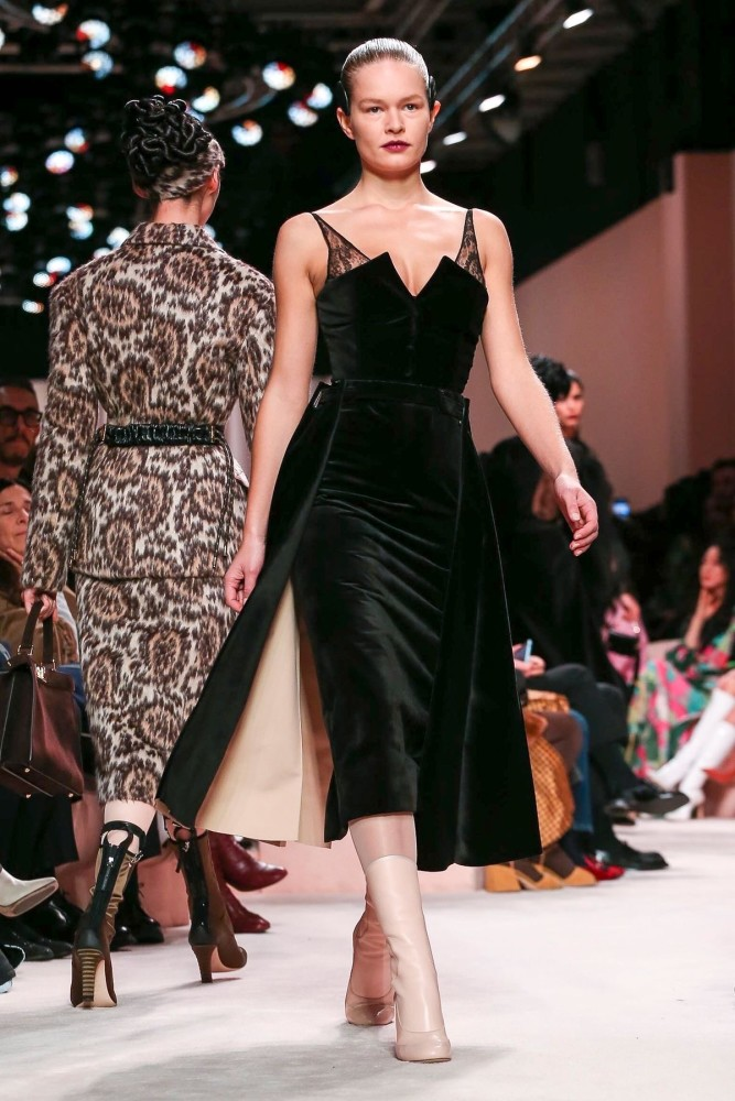 Anna Ewers | FENDI Ready to Wear Fall Winter 2020 Milan
