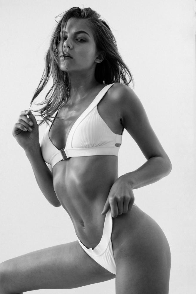 Natalie Kuck   by Aleksander Ziarnecki