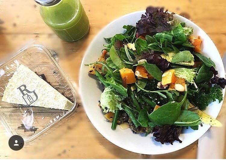 Top-three-food-places-London-Lunch-places-model-lifestyle-Roots-Juicery-review