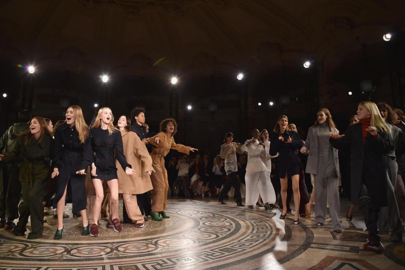 Stella-McCartney-Paris-Fashion-Week-Non-leather-collection
