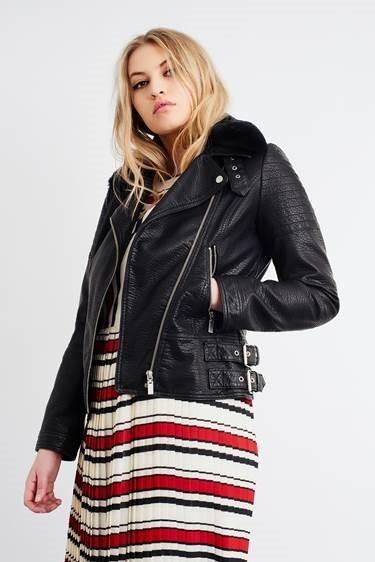 Plus-size-model-Poppy-Lost-Ink-fashion-shoot