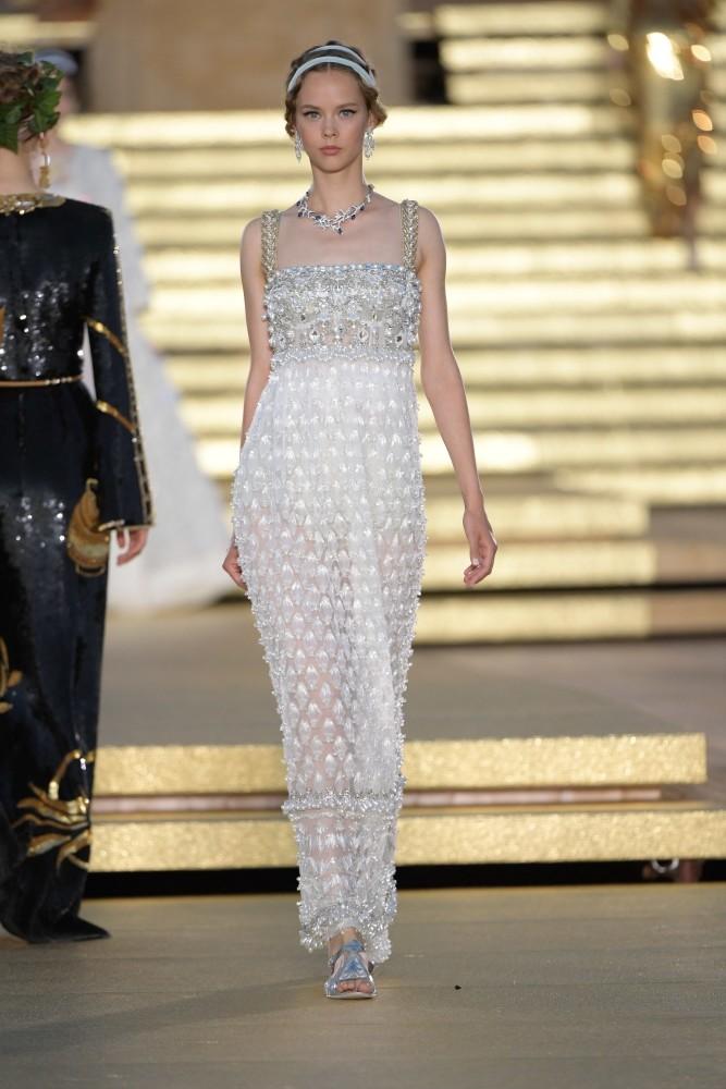 LINE UP GIRLS in Dolce&Gabbana alta moda FW2019-2020