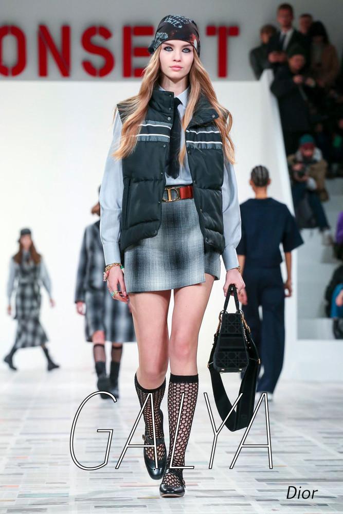LINE UP MODELS GIRLS in Paris Fashion Week FW20