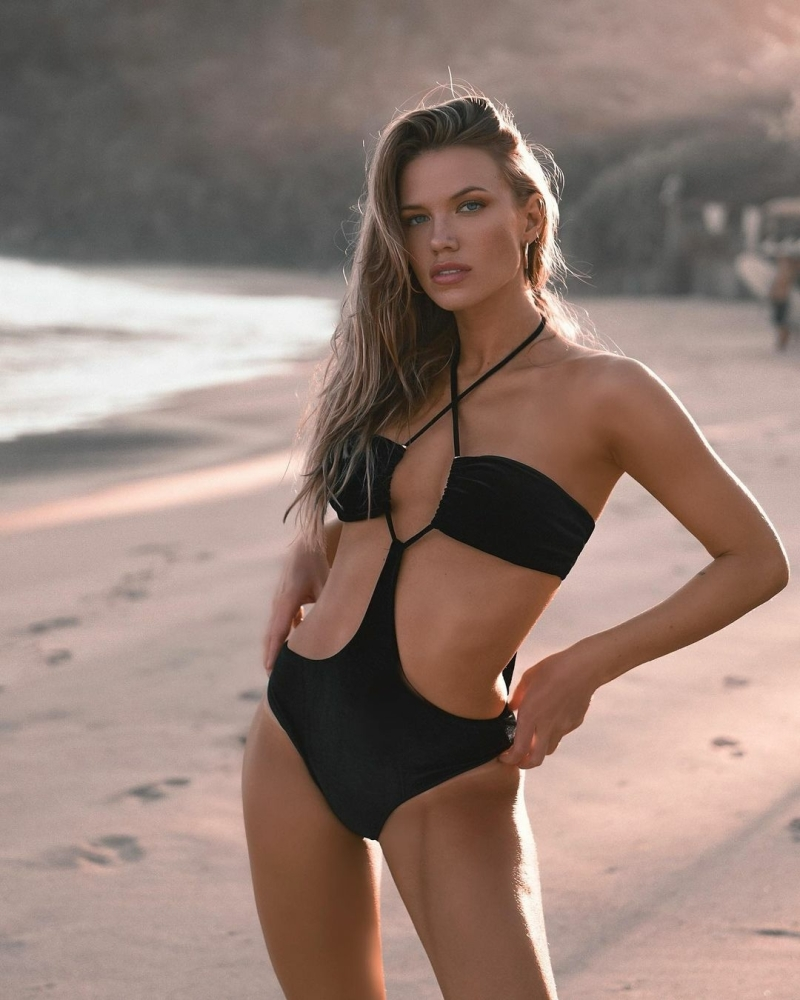 Melanie Ribbe for ÁMMO Beachwear