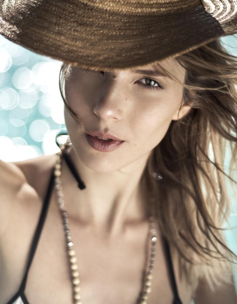 Melina for Elle Argentina