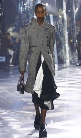 Viviane for Louis Vuitton FW2016 PFW