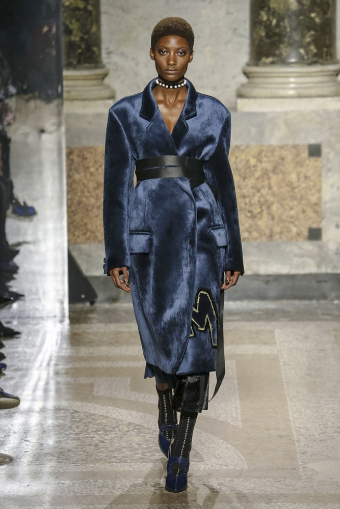 Beautiful Mame Camara Opening Angelo Marani Fall 2017