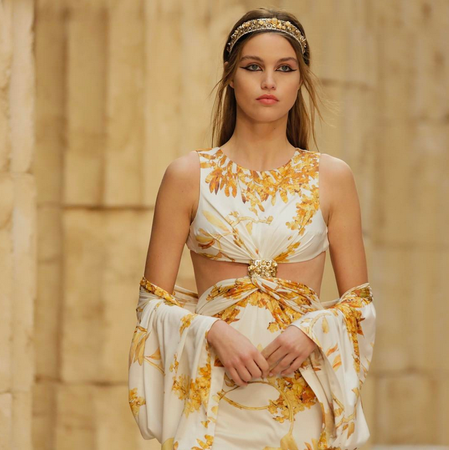 4f87827a0d38 Chanel Brings Ancient Greece to Paris for Resort 2018