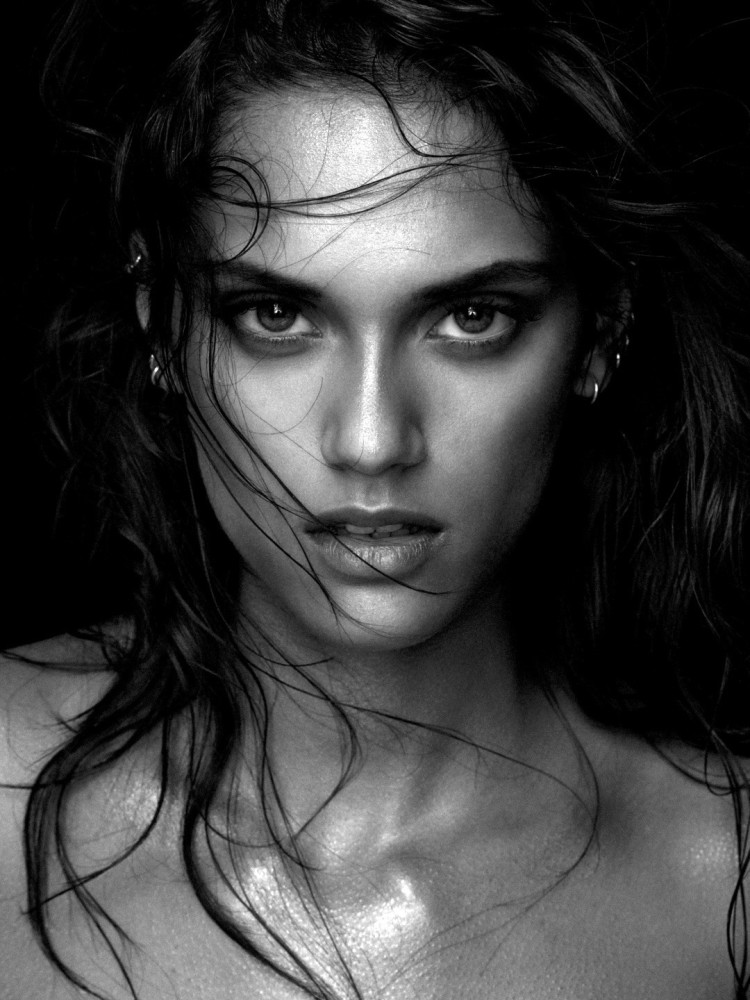 Black And White Photography Woman As Temptress : Dalianah arekion premier model management