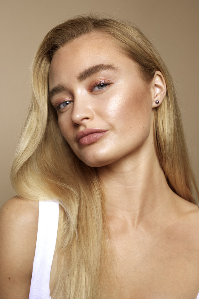 Rimmel Lasting Radiance Campaign