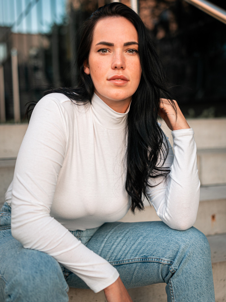 LAURA K