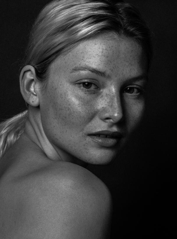 ANNA-LENA R