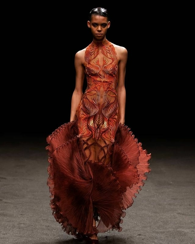 ALYSSA TRAORE FOR Iris Van Herpen Couture S/S 21 SHOW