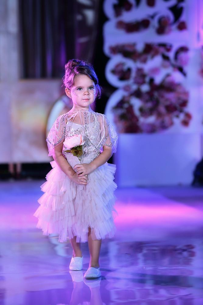 Шоу показ коллекции австралийской марки детских вечерних нарядов TuTu du Monde.
