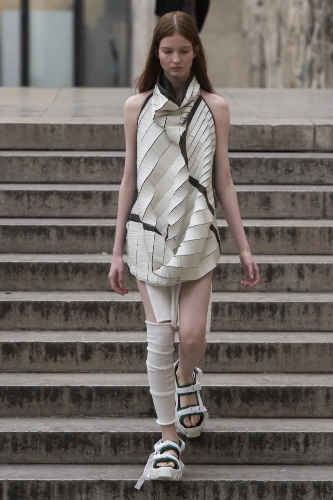 Pol Ivochkina In Paris Fashion Week Ss 18 Uno Models