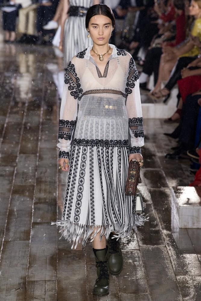 307321d8042b Chunjie Liu in Christian Dior Resort 2019 | Uno models Barcelona ...